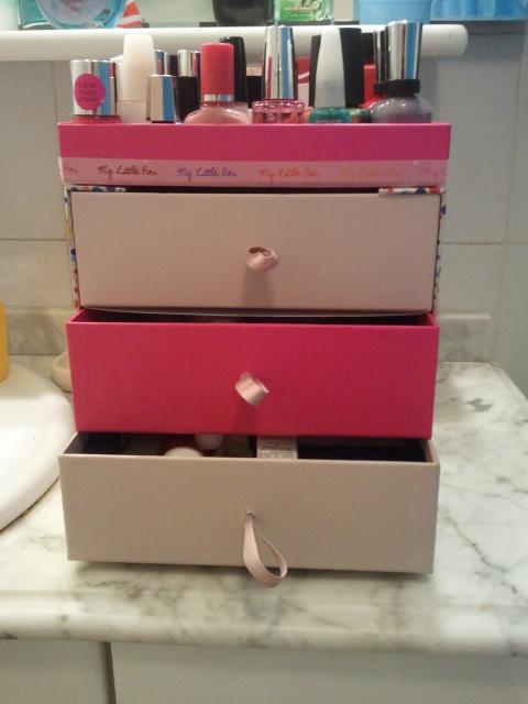 mon petit meuble tiroirs beauty box cartolina en mode beautysta. Black Bedroom Furniture Sets. Home Design Ideas